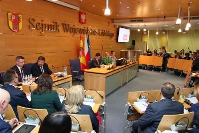 Sejmik przyjął Samorządową Kartę Praw Rodzin