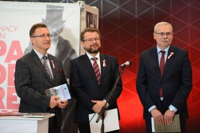 """Wystawa """"Ojcowie Niepodległości"""" na Dworcu Łódź Fabryczna"""