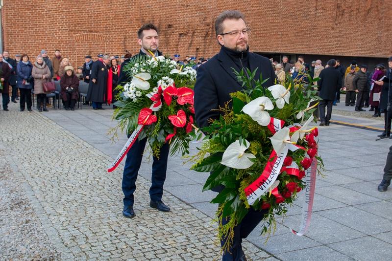 Życie, które pochłonął ogień. Bestialski mord Niemców