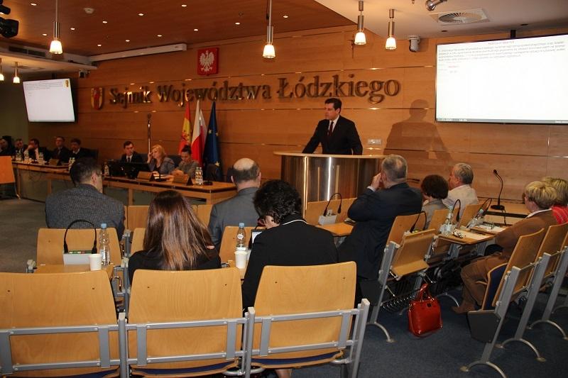 Nadzwyczajna sesja Sejmiku Województwa Łódzkiego dotycząca sytuacji w związku z koronowirusem.