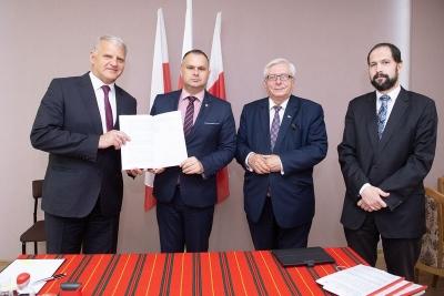 Umowy na projekty edukacyjne podpisane